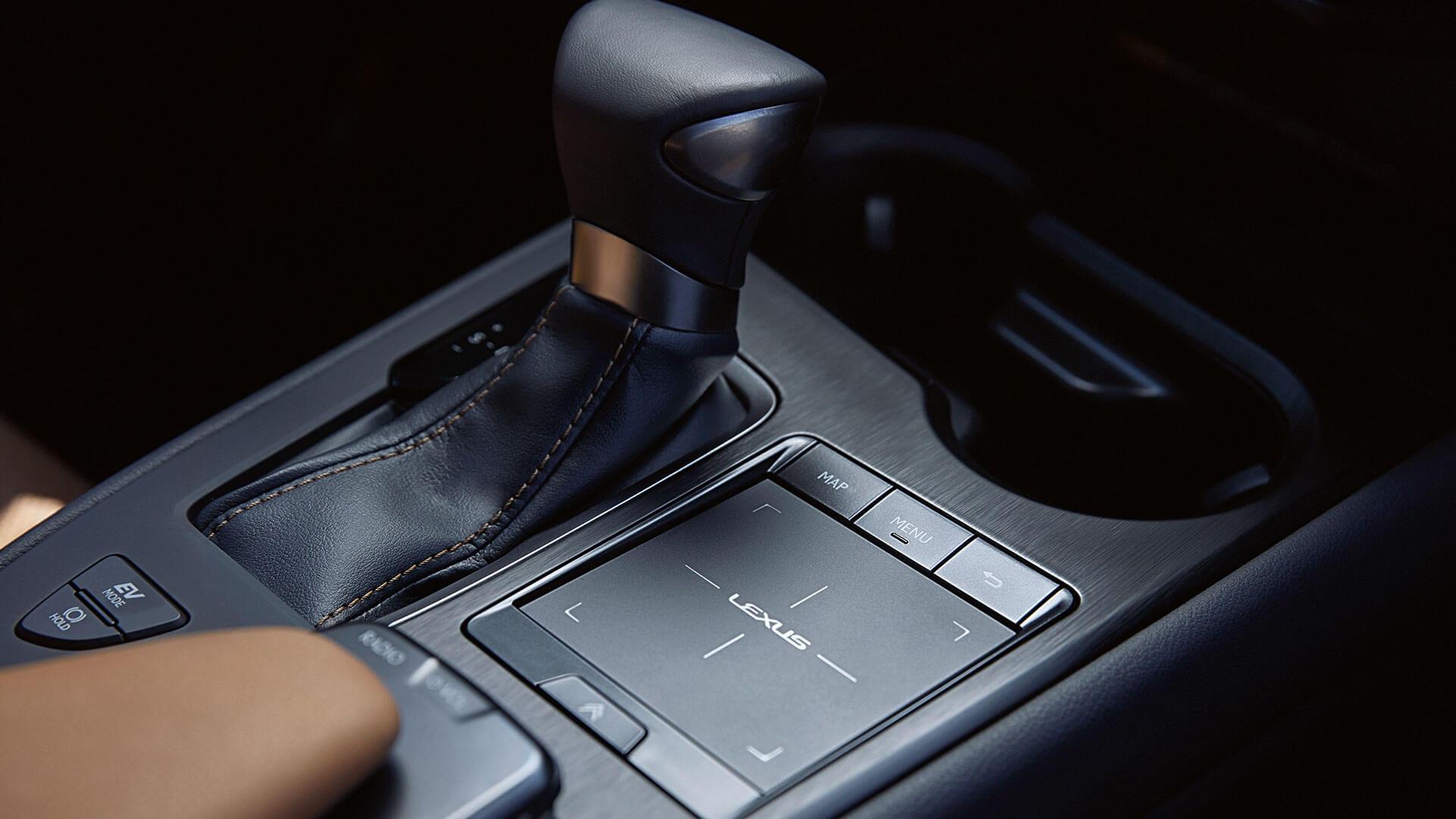 Imatge palanca automàtica Lexus UX